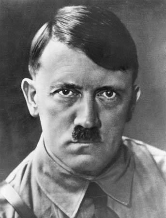 Adolf Hitler media2webbritannicacomebmedia58129958004