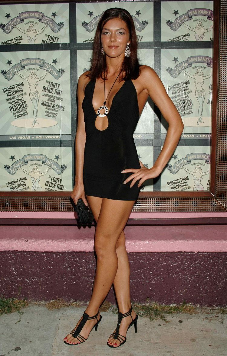 Adrianne Curry Adrianne Curry clothing style tattoos sizes amp tips
