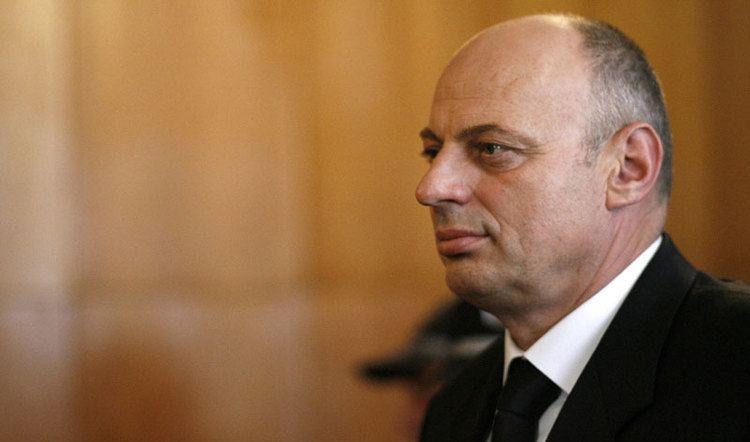 Agim Çeku Agim eku Kosova nuk guxon t mbetet pa ushtri Radio Kosova e Lir