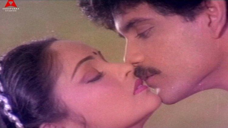 Agni Putrudu Kamalam Video Song Agni Putrudu Movie NagarjunaRadha YouTube