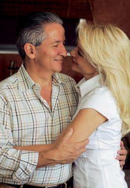Aguas Santas Ocaña Navarro Aguas Ocaa esposa del presidente de Honduras en familia