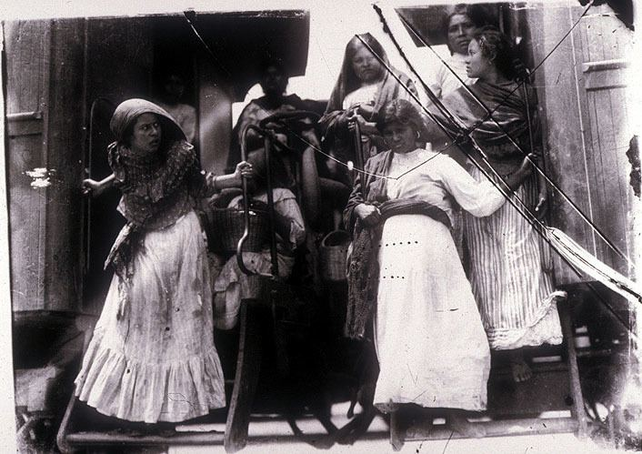 Agustins Newspaper movie scenes Mexico Revolution Women disembarking from a train Photo by Agust n Victor Casasola