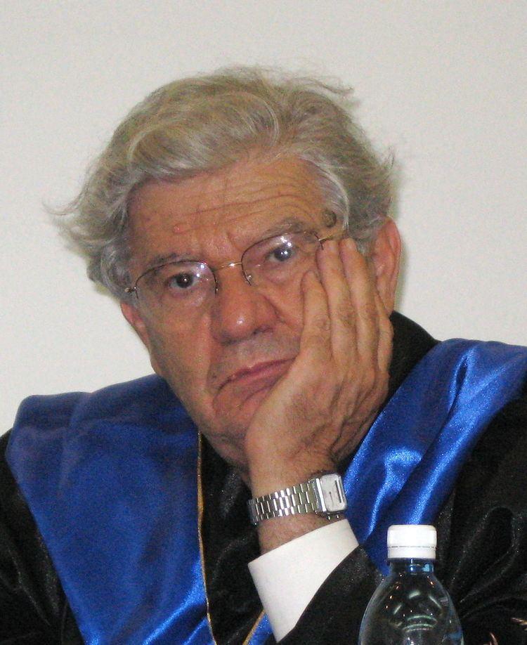 Aharon Barak httpsuploadwikimediaorgwikipediacommonsthu