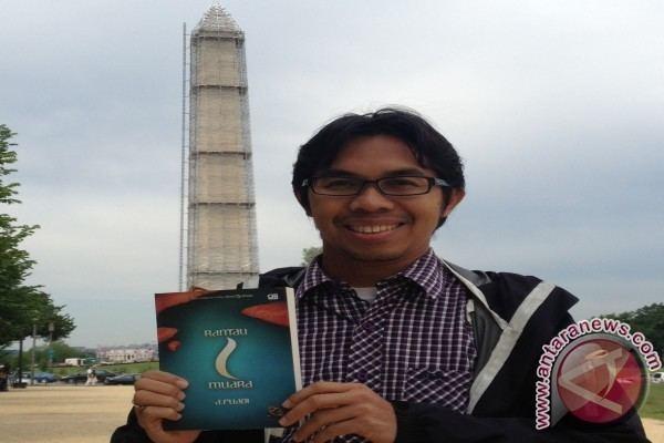 Ahmad Fuadi Ahmad Fuadi luncurkan novel quotRantau 1 Muaraquot di AS