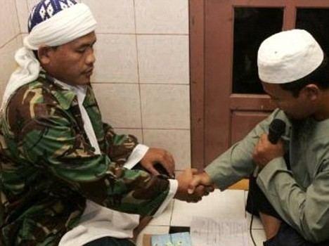 Ahmad Suradji Sorcerer39 killed 42 women and girls to enhance his magical