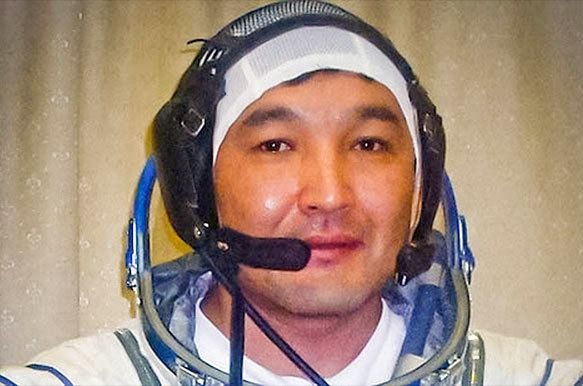 Aidyn Aimbetov Kazakh cosmonaut replaces singer Sarah Brightman on space