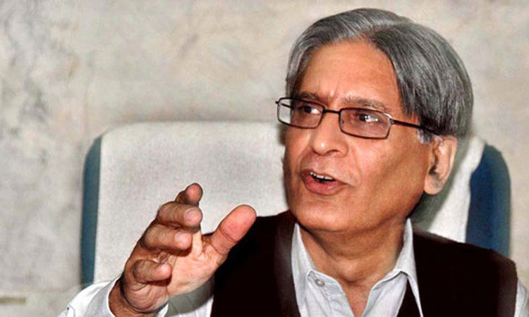 Aitzaz Ahsan Aitzaz assails Fazl for retracting from his stance on military