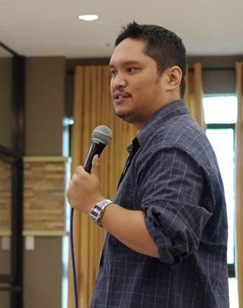 AJ Perez (blogger)