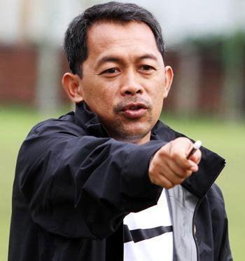 Aji Santoso Pelatih Aji Santoso Absen Dampingi Tim di 4 Laga Pra Piala