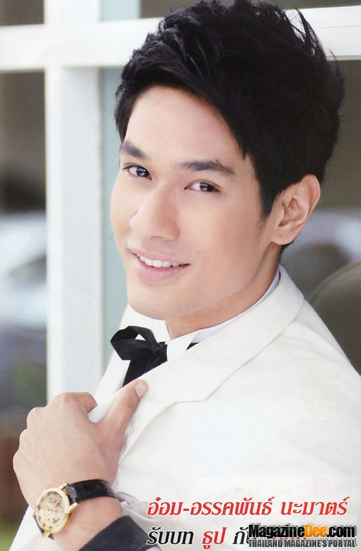 Akkaphan Namart Gii thiu phim Bundai Dok Ruk Thailand 2011 Thn Lc