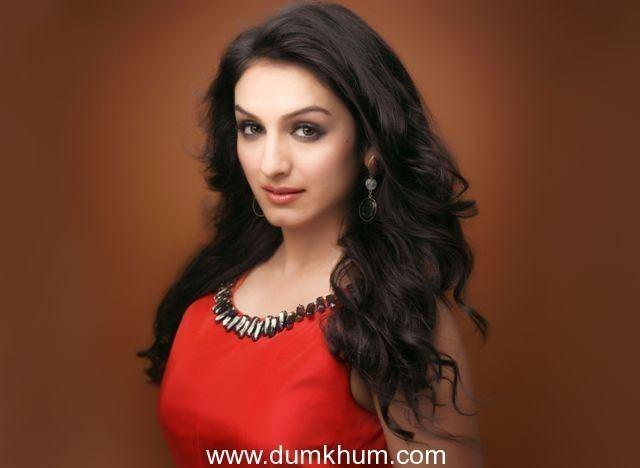 Akriti Kakar Dumkhum Singer Akriti Kakar to perform at Kala Ghoda Art