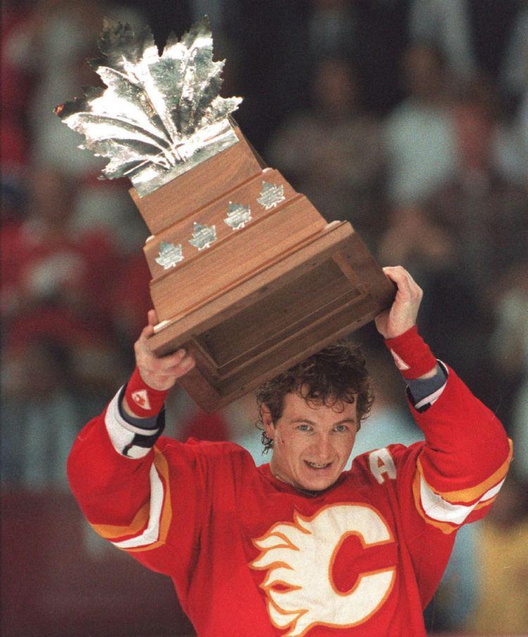 Al MacInnis Al MacInnis to be honoured by Calgary Flames prior to game
