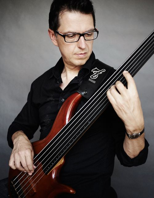 Alain Caron (bassist) wwwfbasscomimgartistsmainalaincaronmainjpg