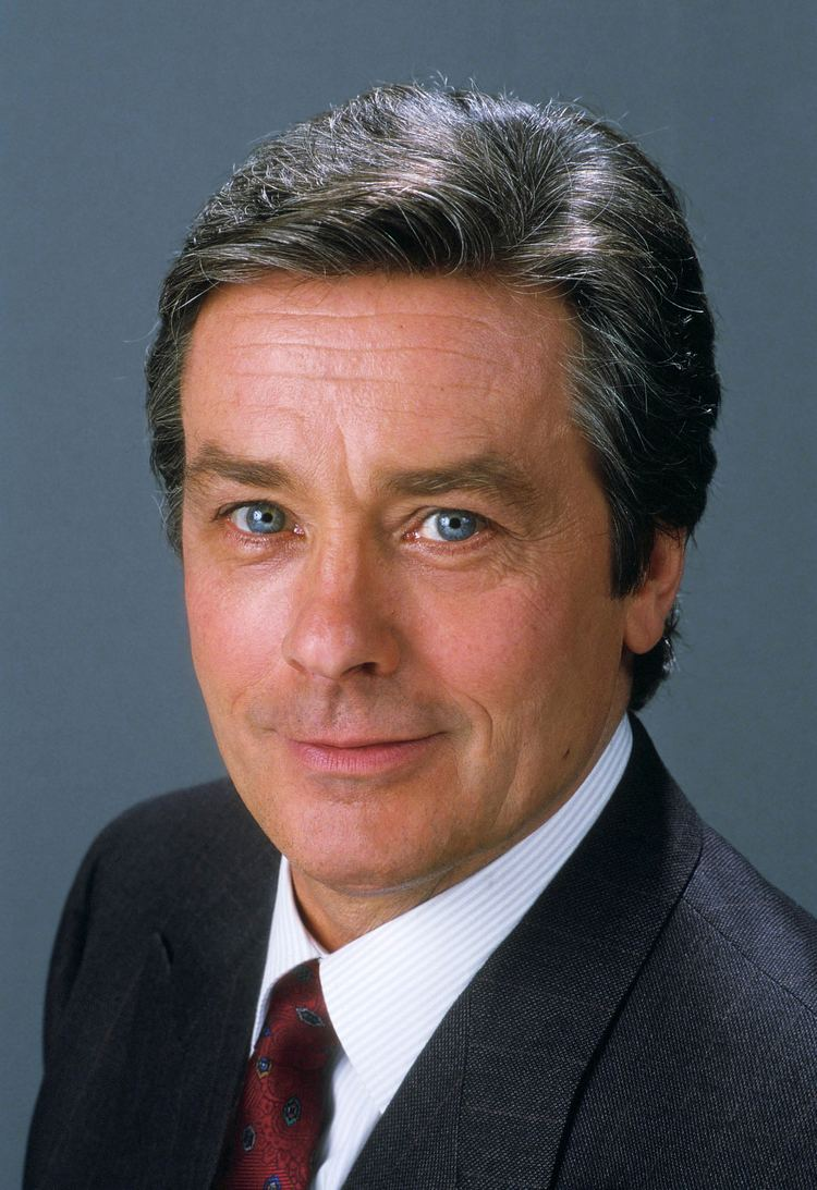 The 82-year old son of father Fabien Delon and mother Edith Arnold, 177
