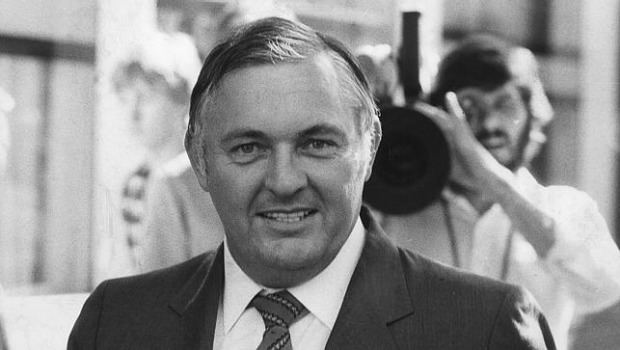 Alan Bond Cheers to the 80s Sydney bar raises a glass to Alan Bond