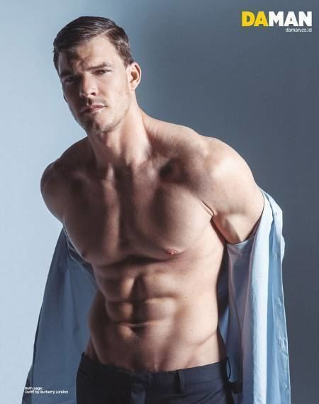 Alan Ritchson alan ritchson News and Photos Perez Hilton