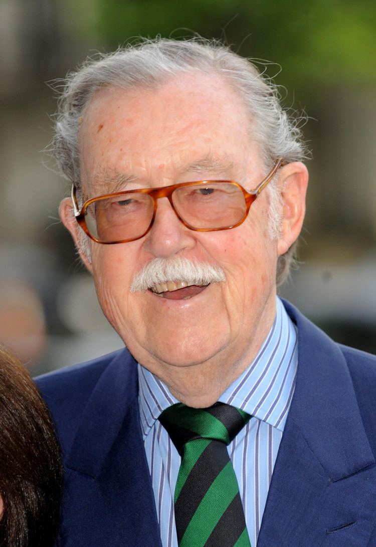 Alan Whicker Alan Whicker Dead GlobeTrotting TV Legend Dies Aged 87