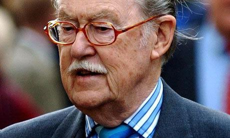 Alan Whicker Alan Whicker dies aged 87 Media The Guardian