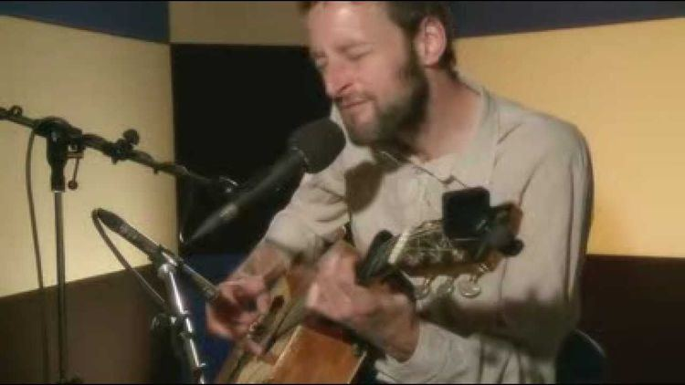 Alasdair Roberts (musician) Alasdair Roberts performs Farewell Sorrow YouTube