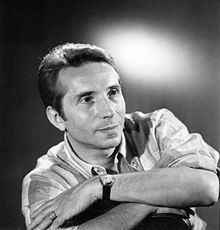 Albert Raisner httpsuploadwikimediaorgwikipediacommonsthu
