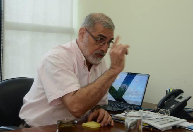 Alberto Dahik Alberto Dahik da sus sugerencias en el marco del 39dilogo
