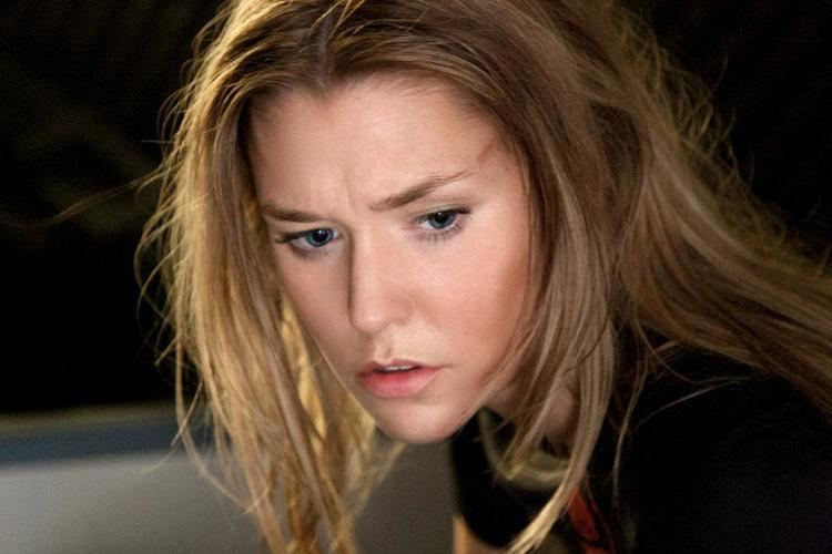 Aleisha Rose Production Still of Aleisha Rose Groth as Tarren Hollis in Arrowhead