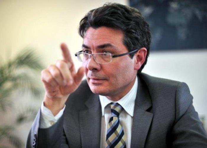 Alejandro Gaviria Uribe La psicogenia del ministro Alejandro Gaviria Las2orillas