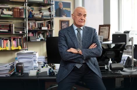 Aleksandar Tijanić Aleksandar Tijani preminuo ispred zgrade u kojoj je iveo
