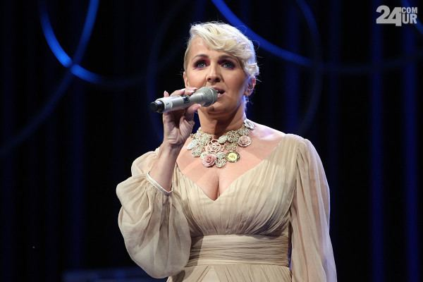 Alenka Godec 24urcom Alenka Godec Ploa je poklon slovenski glasbi