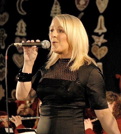 Alenka Godec 24urcom Alenka Godec najlepe pesmi poje tudi z godbeniki