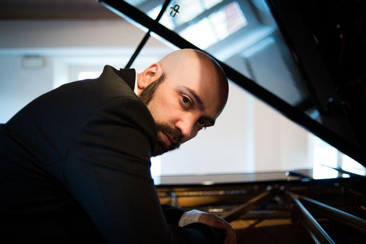 Alessandro Deljavan Artist Portrait Alessandro Deljavan PianoAddict