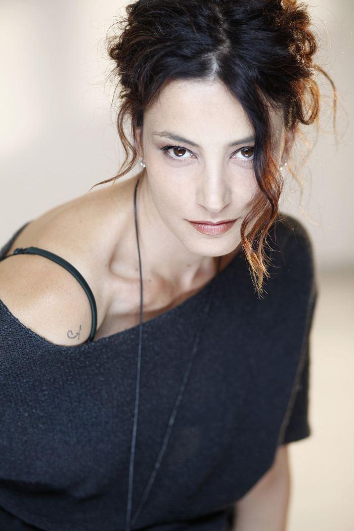 Alessia Barela Alessia Barela Amo i ruoli che mi trasformano