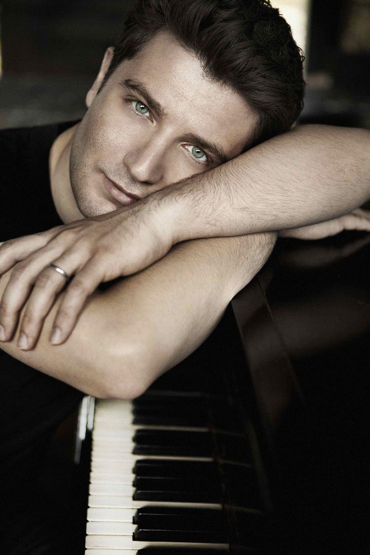 Alessio Bax Calendar Italian Piano Sensation Alessio Bax Makes Debut