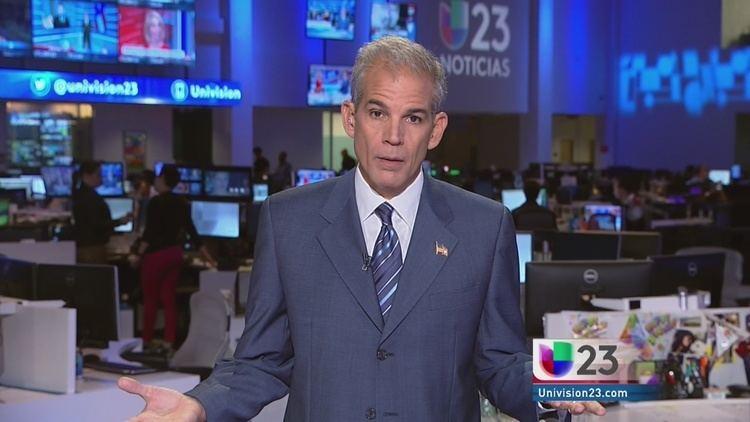 Alex Penelas Hillary cada vez ms cerca a la candidatura presidencial Univision