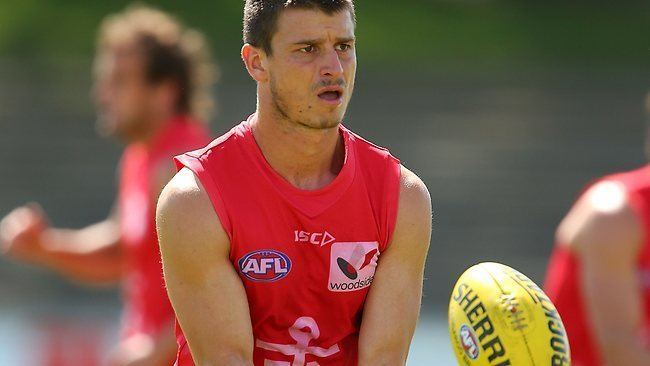 Alex Silvagni Docker Alex Silvagni banned for headbutting Adelaide39s