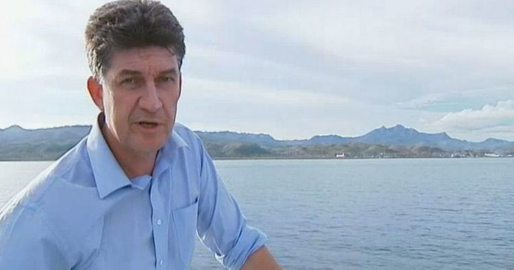 Alex Thomson (journalist) Channel 4 chief correspondent gets drunk on free wine after train