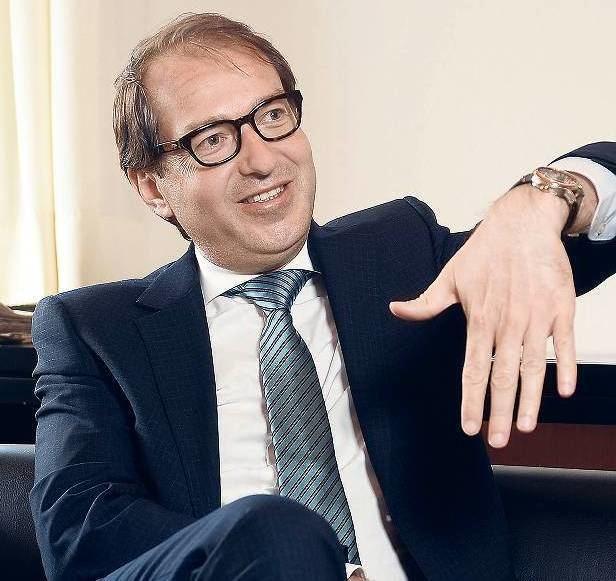 Alexander Dobrindt Verkehrsminister plant Sonderabschreibung fr Elektroautos