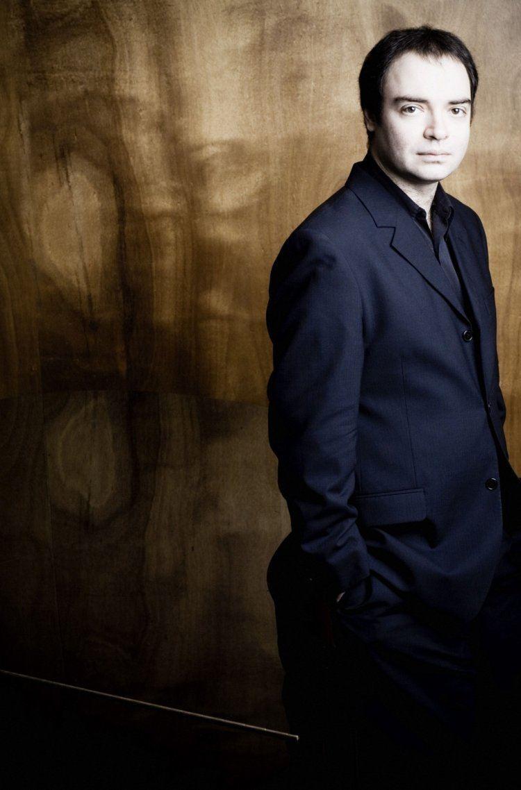 Alexander Melnikov (pianist) Alexander Melnikov Piano Short Biography