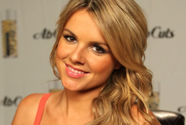 Ali Fedotowsky Bachelorette Ali Fedotowsky tells us why she39s postponing