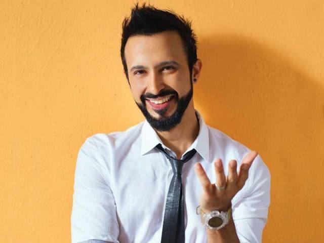 Ali Kazmi Actor Ali Kazmi shooting with 39Game of Thrones39 director The