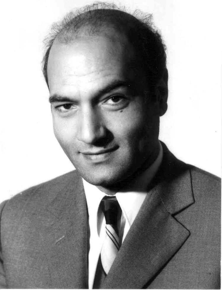 Ali Shariati httpsuploadwikimediaorgwikipediacommonsbb