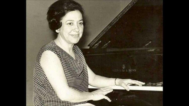 Alicia de Larrocha Alicia de Larrocha plays Mozart Concerto No19 K459