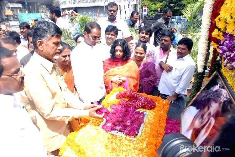 Alimineti Madhava Reddy telugudesampartytdppaysfloraltributetotdp165045jpg
