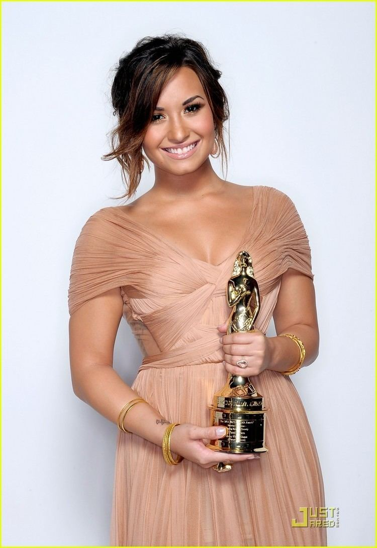 ALMA Award Demi Lovato 2011 ALMA Award Winner Photo 435657 Photo Gallery
