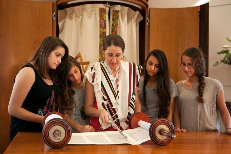 Alona Lisitsa Rabbi Alona Lisitsa Honored on International Womens Day 2016