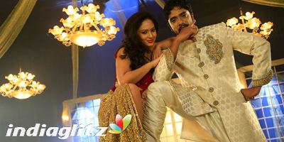 Alone (2015 Kannada film) Alone review Alone Kannada movie review story rating IndiaGlitz