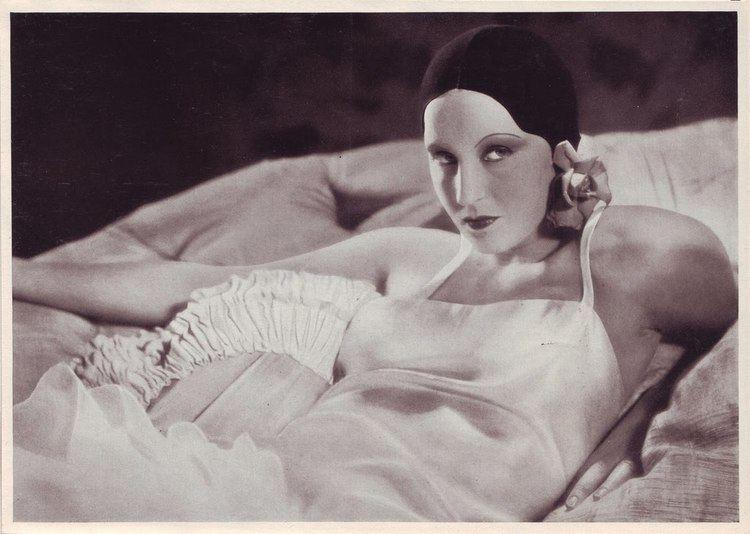 Alraune (1930 film) httpsiytimgcomviU3qYmB6P8pAmaxresdefaultjpg