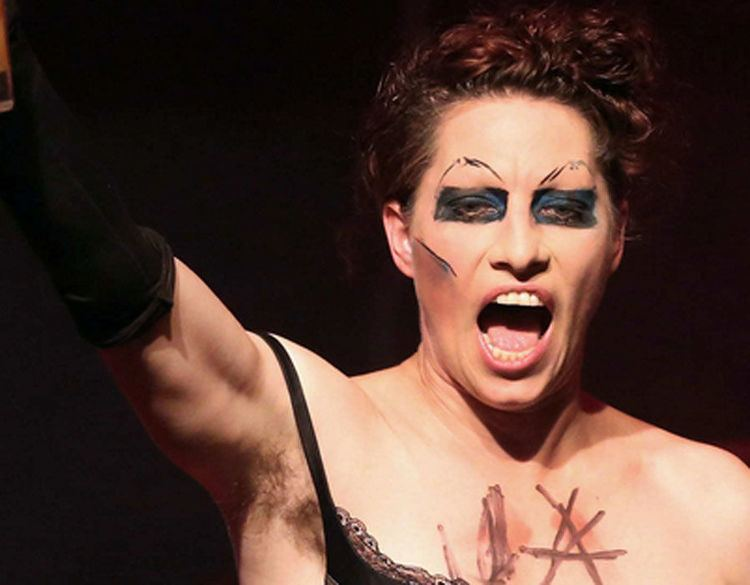 Amanda Palmer Amanda Palmer is known for her quirky sense of style so