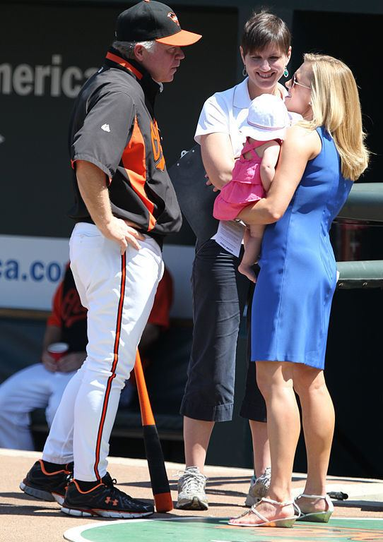 Amber Theoharis FileBuck Showalter and Amber Theoharis with her baby