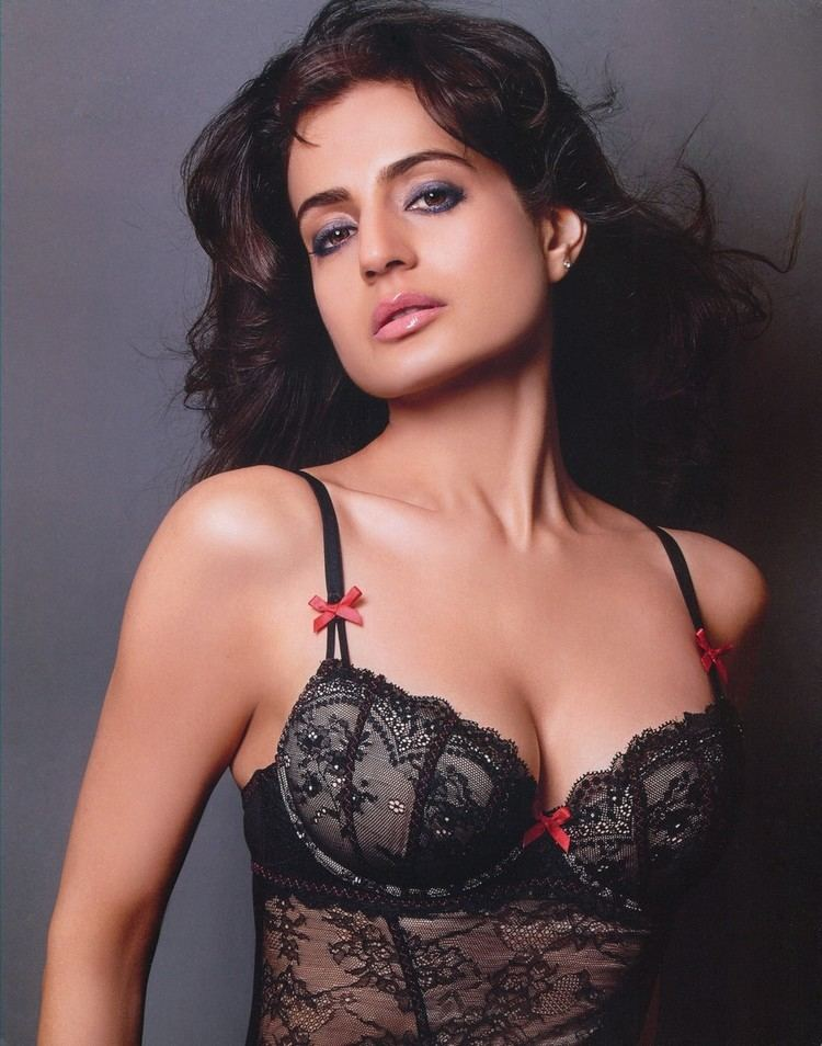 Ameesha Patel Amisha Patel Hot Buzz Pickers